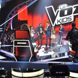 Manuel Carrasco en la final con los concursantes de 'La Voz Kids'