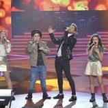 David Bisbal cantando con su equipo en la final de 'La Voz Kids'