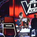 Rosario Flores y Jesús Vázquez con los finalistas de 'La Voz Kids'
