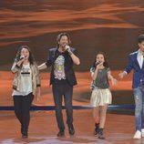 Manuel Carrasco con los finalistas en la final de 'La Voz Kids'
