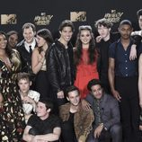 El equipo de 'Por 13 razones', en la gala MTV Movie & TV Awards 2017