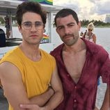 Darren Criss y Max Greenfield en 'The Assassination of Gianni Versace: American Crime Story'