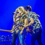 Manel Navarro junto a sus músicos en el ensayo general de Eurovisión 2017