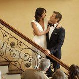 Elizabeth Gillies y Grant Show en 'Dynasty'