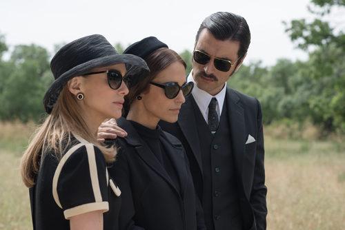 Paula Echevarría, Marta Hazas y Javier Rey en 'Velvet Colección'