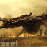 Un enorme dragón de Daenerys en una batalla de la séptima temporada de 'Juego de Tronos'