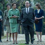 Amelia Folch (Aura Garrido) y Alfred Hitchcock (José Ángel Egido) en 'El Ministerio del Tiempo'