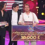 German Scasso con su premio en la final de 'Tu cara no me suena todavía'