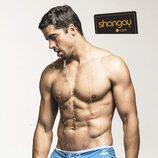 El actor José Ygarza posando en una sensual sesión fotográfica