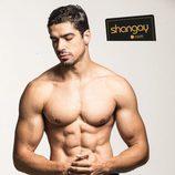 El actor José Yzarga, sugerente en una sesión de fotos para Shangay