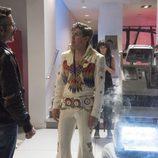 Marc Maron, Chris Lowell, Britt Baron y Alison Brie en el tercer capítulo de la primera temporada de 'GLOW'
