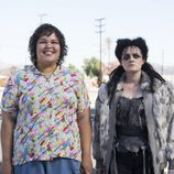 Britney Young y Gayle Rankin en el cuarto capítulo de la primera temporada de 'GLOW'