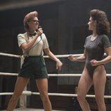 Kate Nash y Alison Brie en el séptimo capítulo de la primera temporada de 'GLOW'