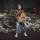 Javier García abraza a un perro en 'A cara de perro'