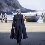 Daenerys Targaryen caminando por la playa en la séptima temporada de 'Juego de Tronos'