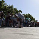 Largas colas para el casting de 'Operación Triunfo' en Barcelona