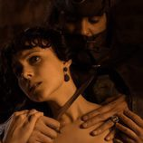 Amelia Folch con un cuchillo en el cuello en 'El Ministerio del Tiempo'