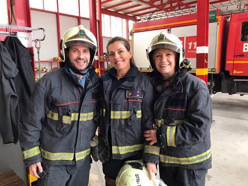 David de María y Blanca Portillo con una bombera en 'Ellas'