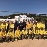 Blanca Portillo y David de María con el equipo de emergencias de Andalucía en 'Ellas'