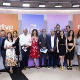 Foto de familia de 'La Pelu', nueva serie de La 1