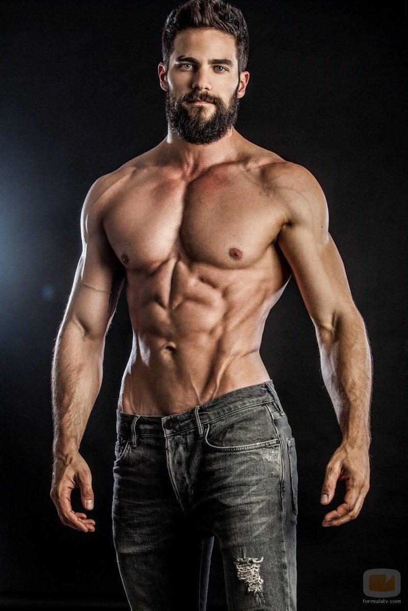 Brant Daugherty desnudo en una sexy sesión de fotos