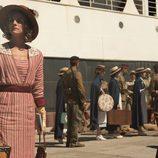 Julia (Amaia Salamanca), esperando a su viaje en 'Tiempos de guerra'