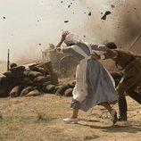 Explosión en mitad de una dura batalla en 'Tiempos de guerra'