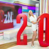 Anne Igartiburu posa divertida en el aniversario de 'Corazon'