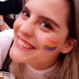 Ulrikke Falch, actriz de 'Skam', en el Oslo Pride con una bandera arcoiris pintada