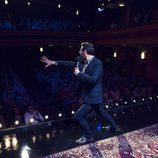 Joaquín Reyes se dirige al público en 'Una y no más'