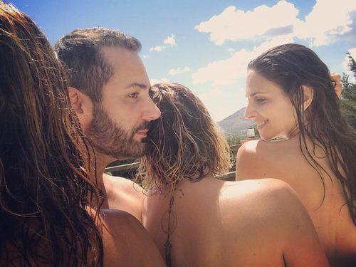 Alejandro Parreño, Nuria Fergó y Chenoa ('Operación Triunfo') en la piscina