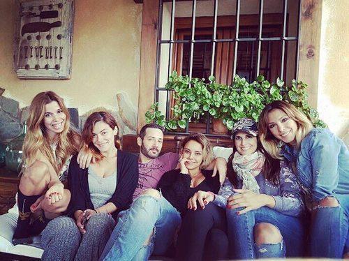 Natalia, Geno Machado, Alejandro Parreño, Chenoa, Nuria Fergó y Gisela ('Operación Triunfo')  posando para una foto