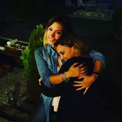 Gisela y Chenoa ('Operación Triunfo') abrazándose