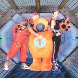 Rocko Alicates (Miguel Mota) y Cybercelia (Diana Lázaro) junto a Trasto, mascota de 'Cyberclub'