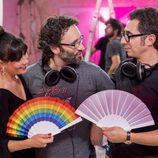 Eva Ugarte y Berto Romero con Carlos Therón en el rodaje de 'Mira lo que has hecho'