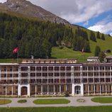 El 'Hotel Romántico' sobre un valle verde de Davos