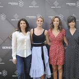 Las protagonistas de 'Tiempos de guerra' sonríen juntas en la presentación de la serie