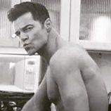 Ricky Martin posa de forma sugerente en el set de 'American Crime Story'