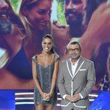 Jorge Javier Vázquez y Lara Álvarez posan en la gala final de 'Supervivientes 2017'