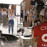 Canta frente a la cámara una participante del casting de 'OT 2017' en Madrid