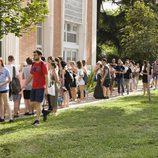 Una larga fila de participantes del casting de 'OT 2017' en Madrid espera su turno