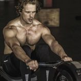 Sam Heughan posa muy sexy, sin camiseta, para Men's Health South África