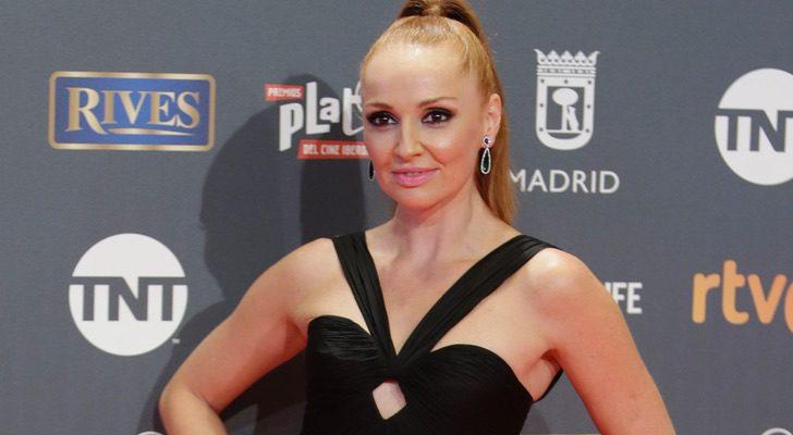 Castaño Vestido En El Más Sexy Premios De Cristina Y Arriesgado Los XZuPki