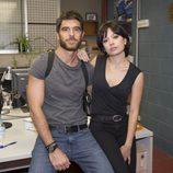 Alfonso Bassave y Anna Castillo en las fotos promocionales de 'Estoy vivo'