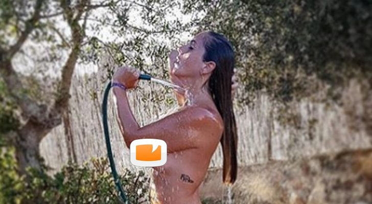 Anabel Pantoja Posa En Topless Para Celebrar Sus 400 Mil Seguidores