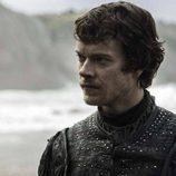Theon Greyjoy regresa a Rocadragón en el 7x04 de 'Juego de Tronos'