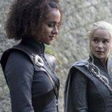 Missandei y Daenerys en el 7x04 de 'Juego de Tronos'