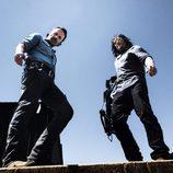 Andrew Lincoln (Rick Grimes) y Norman Reedus (Daryl Dixon) en la octava temporada de 'The Walking Dead'