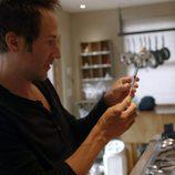 Bryan Fogel sostiene una inyección en 'Ícaro'