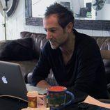 Bryan Fogel frente al ordenador en 'Ícaro'